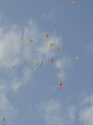 Ballons steigen auf